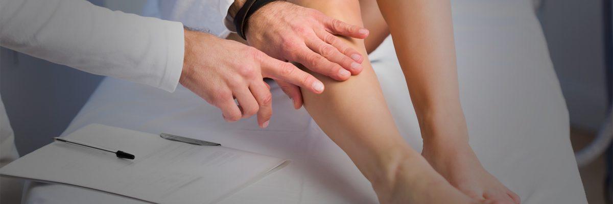 Dr testing leg
